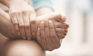 Αυτές είναι οι κοινές συνήθειες που ταλαιπωρούν τα πόδια μας!