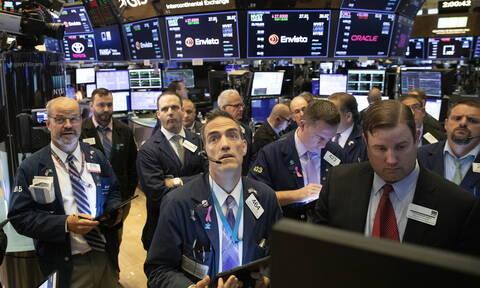 Μικρά κέρδη στη Wall Street - Μεγάλη άνοδος για το πετρέλαιο