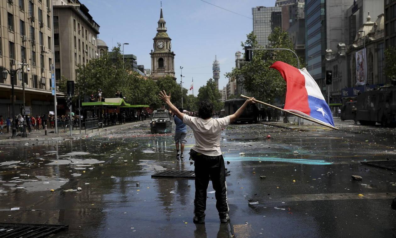 Χιλή: Στους δρόμους και πάλι οι πολίτες παρά τις προεδρικές εξαγγελίες (vid+pics)