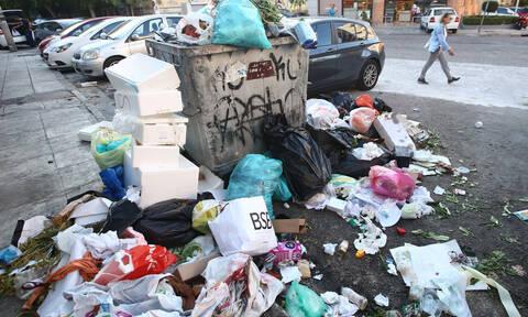 Λόφοι από σκουπίδια «πνίγουν» την Αθήνα (pics)