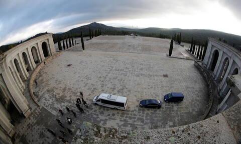 Ιστορικές στιγμές για την Ισπανία: Σήμερα η εκταφή του δικτάτορα Φράνκο (pics)