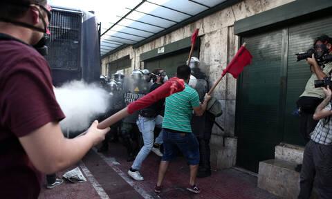 Φοιτητικό συλλαλητήριο: «Πνίγηκε» στις μολότοφ και τα δακρυγόνα το κέντρο της Αθήνας