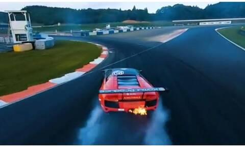 Φωτιά στην άσφαλτο με μια Lamborghini από το θρυλικό drifter Daigo Saito