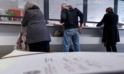 Επιδόματα χωρίς ταλαιπωρία: Τέλος η… χαρτούρα – Πώς θα γλιτώνουν τη γραφειοκρατία οι δικαιούχοι