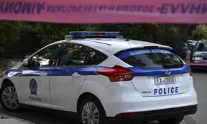 Νύχτα τρόμου για οδηγό ταξί: Τον χτύπησαν με σφυρί και προσπάθησαν να τον πνίξουν με τη ζώνη