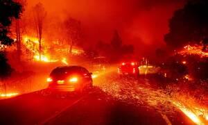 Στο έλεος της φωτιάς η Καλιφόρνια: Χιλιάδες άνθρωποι εγκαταλείπουν τα σπίτια τους (pics)