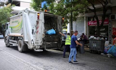 Δήμος Αθηναίων: Ξεκίνησε η αποκομιδή των απορριμμάτων – Στόχος να καθαρίσει άμεσα η πόλη