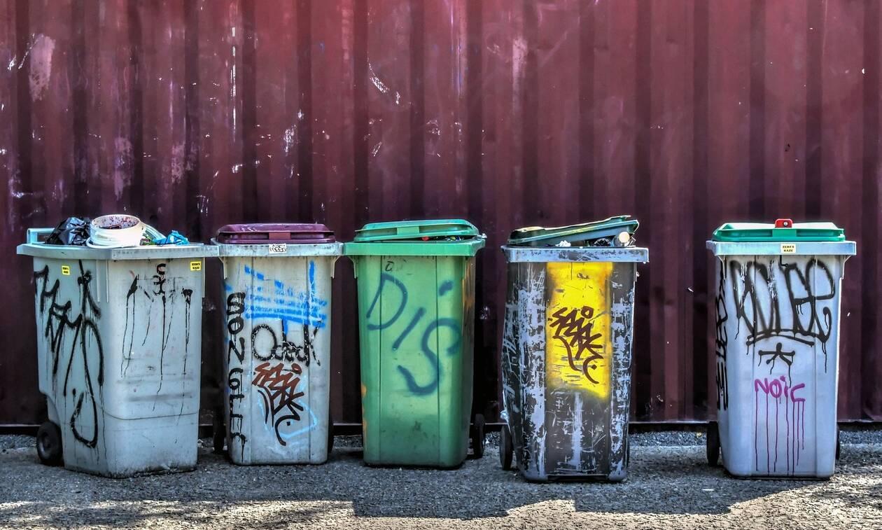 Παγκράτι: Ρακοσυλλέκτες βρήκαν θησαυρό στα σκουπίδια (pic)