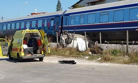 Τραγωδία στα Τρίκαλα: Σύγκρουση τρένου με αυτοκίνητο – Μια γυναίκα νεκρή (pics)
