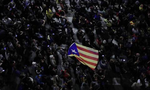 Ισπανία: Εκατοντάδες χιλιάδες υπέρμαχοι της ανεξαρτησίας της Καταλονίας στους δρόμους της Βαρκελώνης
