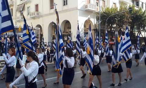 Θεσσαλονίκη: Ξεκίνησε η μαθητική παρέλαση με το «Μακεδονία Ξακουστή»