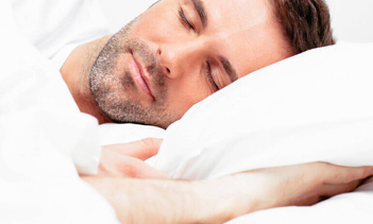 Κοιμάσαι από την αριστερή πλευρά; Πρέπει να μάθεις κάτι