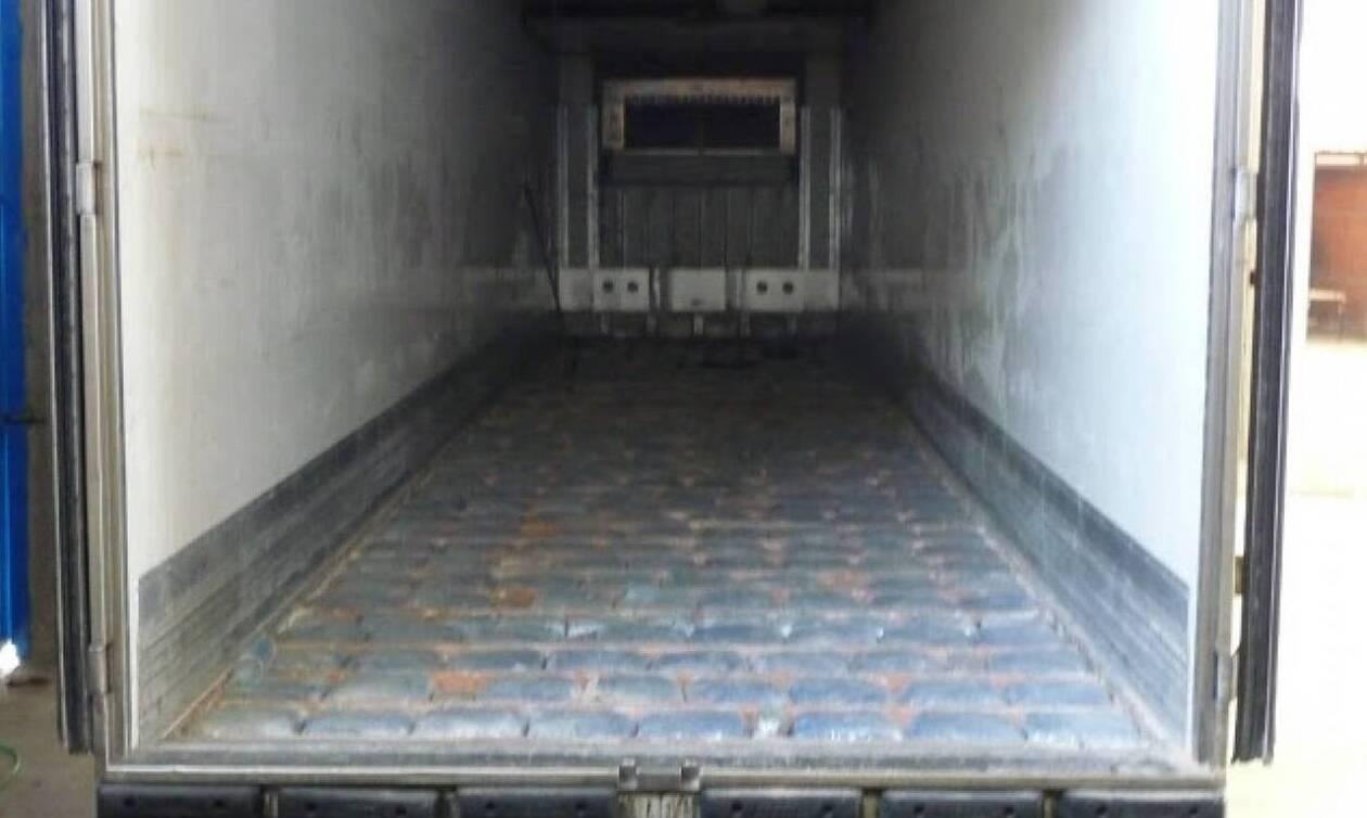 Γαλλία: Οκτώ μετανάστες, μεταξύ αυτών 4 παιδιά, βρέθηκαν μέσα σε ένα φορτηγό ψυγείο