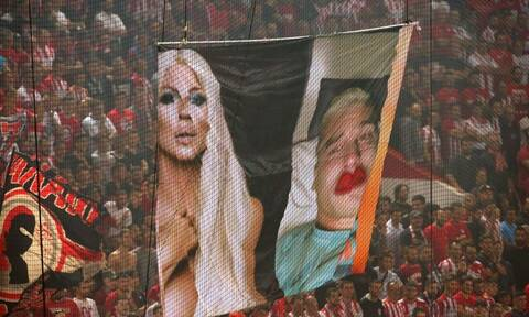 Ολυμπιακός-ΑΕΚ: Κόκκινο πανί ο Βράνιες - Πανό με... Καρλέουσα και σεξουαλικές αναφορές!