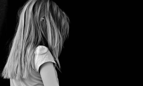 Μάνη - Σοκάρει η κατάθεση της 12χρονης: «Ο ιερέας με κακοποιούσε στο σπίτι μου, η μαμά ήταν εκεί»