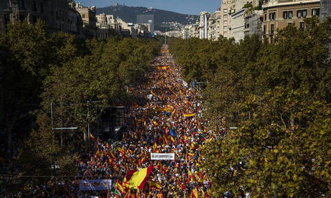 Ισπανία: Στους δρόμους της Βαρκελώνης οι υποστηρικτές της ενότητας (pics)