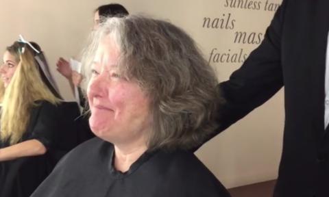 Βίντεο: Γυναίκα μεταμορφώνεται σε χρόνο ντε τε και μας αφήνει άναυδους