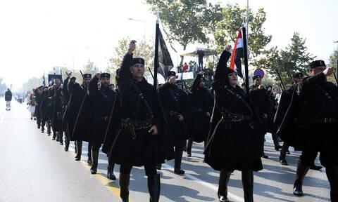 28η Οκτωβρίου: Το πλακάτ που σκόρπισε ρίγη συγκίνησης στην παρέλαση – Οι 4 συγκλονιστικές λέξεις