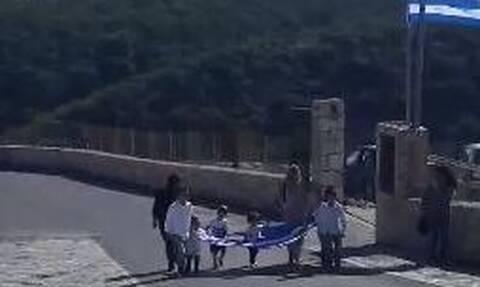 28η Οκτωβρίου - Γαύδος: Ρίγη συγκίνησης στην παρέλαση με τους ελάχιστους μαθητές τουνησιού (vid)