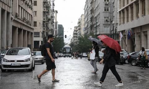 Καιρός: Ξεκινούν οι βροχές με τις θερμοκρασίες όμως να θυμίζουν καλοκαίρι