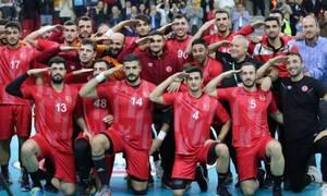 Σάλος: Τούρκοι παίκτες στην Ελλάδα χαιρέτησαν στρατιωτικά