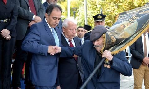 28η Οκτωβρίου - Μυτιλήνη: Παρέλασε ο τελευταίος ήρωας του νησιού