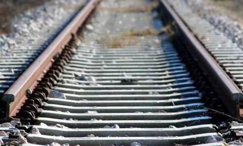Θρίλερ στο Κορδελιό: Άντρας έπεσε στις γραμμές του τρένου