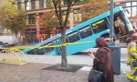 ΗΠΑ: Καταβόθρα «καταπίνει» αστικό λεωφορείο στο Πίτσμπουργκ