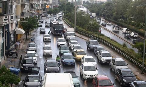 «Κόλαση» στους δρόμους της Αθήνας - Ουρές χιλιομέτρων μετά από τροχαίο στην Αττική Οδό