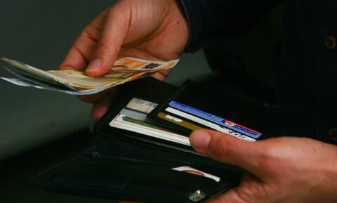 ΑΤΜ: Έρχονται νέες «τσουχτερές» χρεώσεις - Πόσο θα κοστίζει η ενημέρωση υπολοίπου