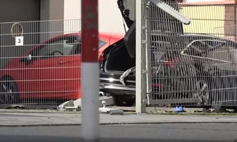Άγριο φονικό: Την πάτησε με το αυτοκίνητο και την κατακρεούργησε με σφυρί στη μέση του δρόμου