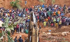 Τραγωδία στο Καμερούν: Τουλάχιστον 42 νεκροί σε κατολίσθηση (pics)