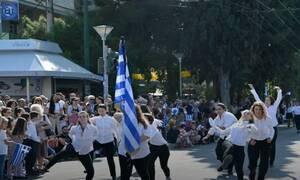 Νέα Φιλαδέλφεια: Οργή για τον βηματισμό αλά «Μόντι Πάιθον» στην παρέλαση - Έξαλλος ο Βούρος