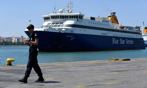 Πειραιάς: Βρέθηκε βαλίτσα σε επιβατικό πλοίο με 640 πακέτα λαθραία τσιγάρα (pics)