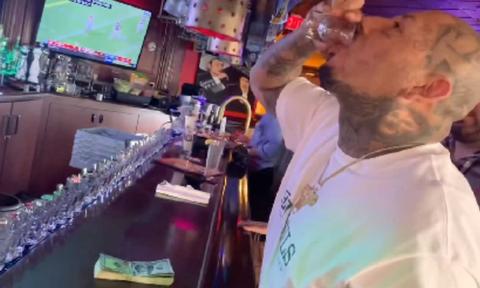 Ήπιε 50 σφηνάκια τεκίλας σε 62 δευτερόλεπτα για ένα στοίχημα (video)