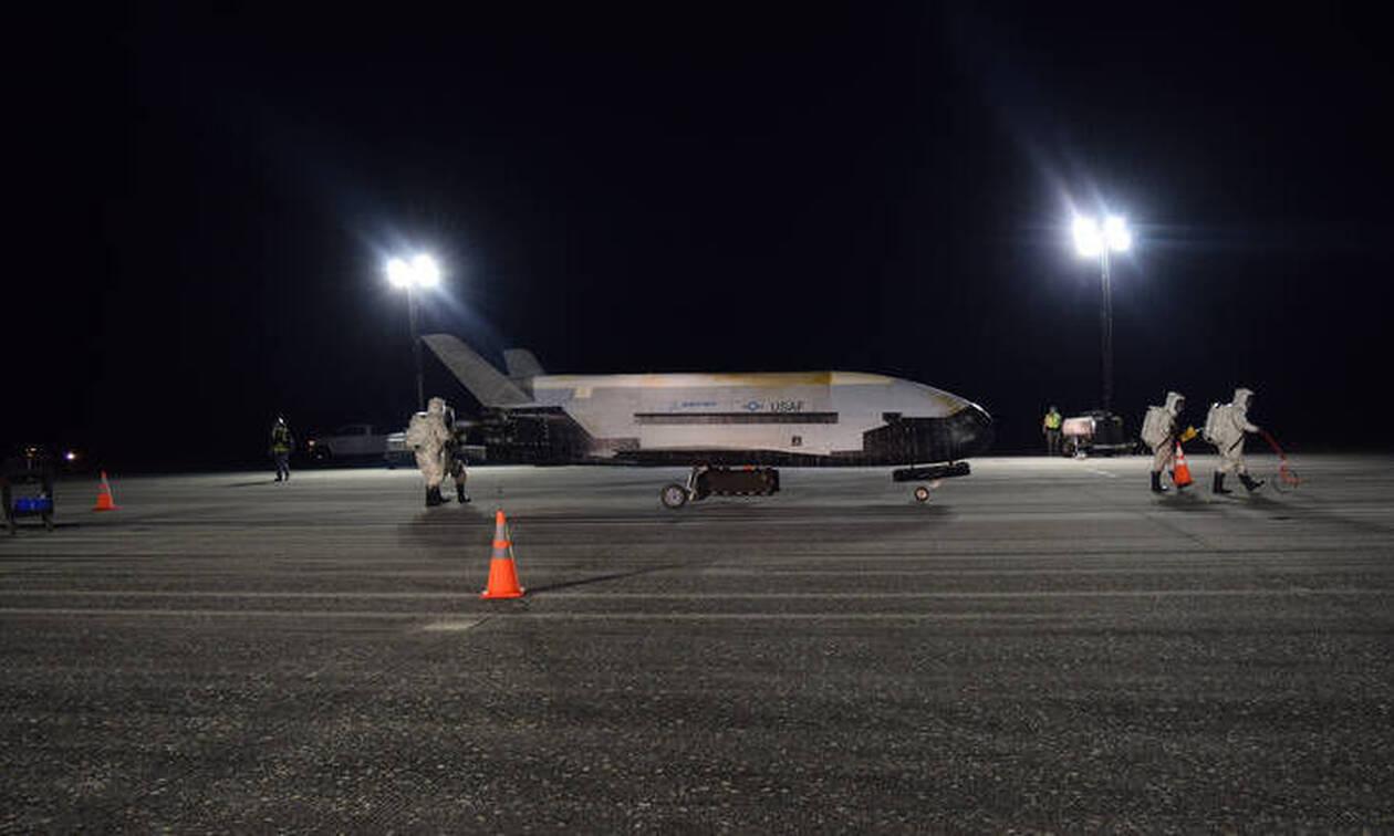 Πυκνό μυστήριο: Τι κρύβει το αμερικανικό διαστημόπλοιο που επέστρεψε στη Γη έπειτα από 780 ημέρες