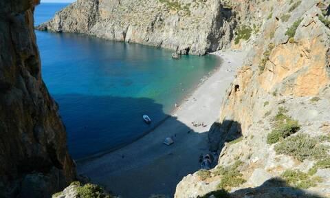 Κρήτη: Έμειναν «άφωνοι» με αυτό που είδαν σε παραλία (vid)
