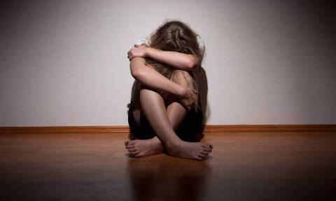Καθηγητής, αστυνομικός και δικηγόρος κατηγορούνται για τον βιασμό μιας έφηβης