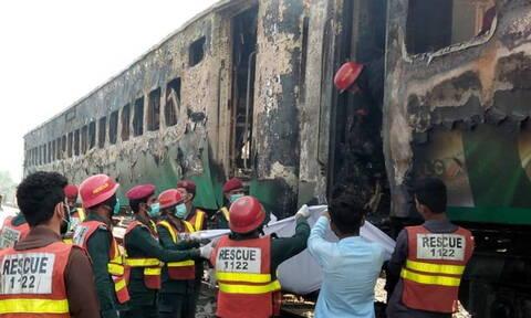 Φρίκη: Δεκάδες άνθρωποι κάηκαν ζωντανοί μέσα σε τρένο (pics+vids)