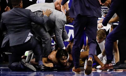 Χαμός σε αγώνα του NBA: Ξύλο μεταξύ παικτών (video)