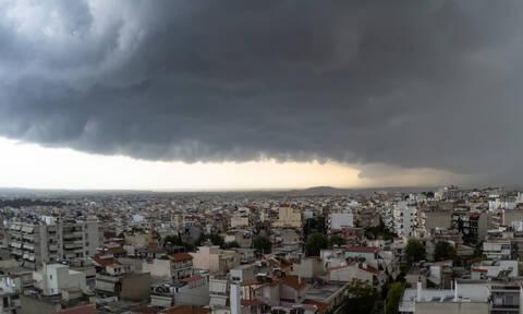 Έκτακτο δελτίο ΕΜΥ: Αυτές τις περιοχές θα «σαρώσει» η κακοκαιρία σε λίγες ώρες