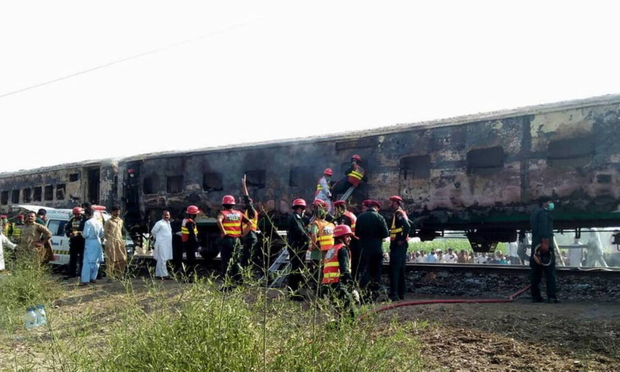 Απίστευτη τραγωδία: 71 επιβάτες κάηκαν ζωντανοί σε τρένο - Σοκαριστικές εικόνες (pics+vids)