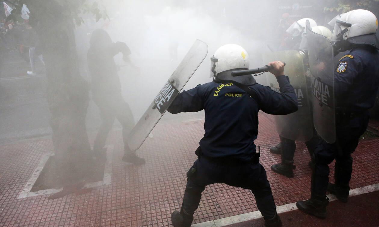 Σοβαρά επεισόδια στο φοιτητικό συλλαλητήριο - «Πνίγηκε» στα χημικά το κέντρο της Αθήνας (pics)