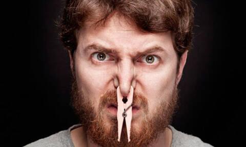 Μυρίζει άσχημα η μασχάλη σας; Δείτε το κόλπο για να μην ξαναγίνει