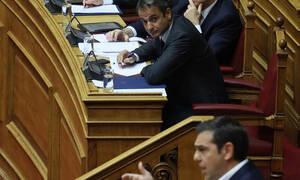 «Άγρια» κόντρα στη Βουλή - Μητσοτάκης: Παίξατε τη χώρα κορώνα γράμματα - Τσίπρας: Τα κάνατε θάλασσα