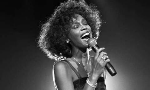 Αποκάλυψη: Το ανατριχιαστικό μυστικό που πήρε στον τάφο της η Whitney Houston (pics)
