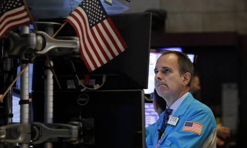 Πτώση στη Wall Street - Απώλειες στην τιμή του πετρελαίου