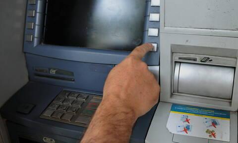 Τράπεζες: «Παγώνουν» οι αυξήσεις στις προμήθειες των συναλλαγών