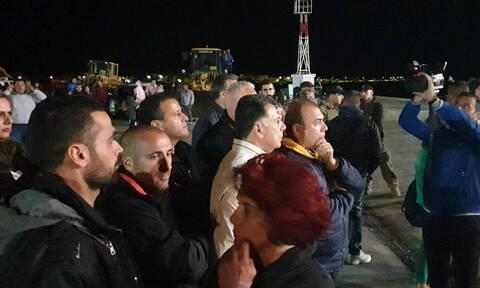 Κως: Δήμαρχος και κάτοικοι απέκλεισαν το λιμάνι για να μην αποβιβαστούν μετανάστες