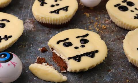 Η συνταγή της ημέρας: Ατομικά halloween cheesecake